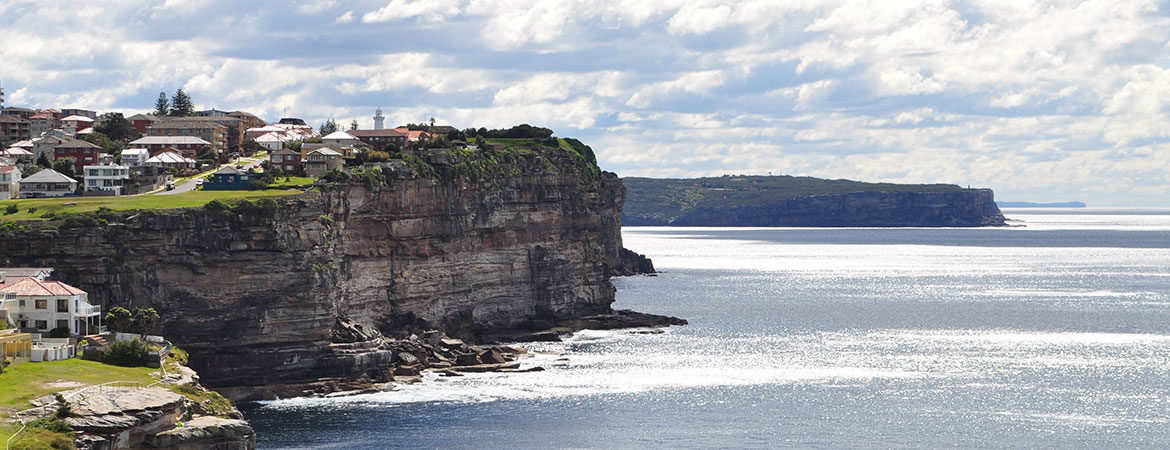 Houses on a cliff along the Sydney coastline